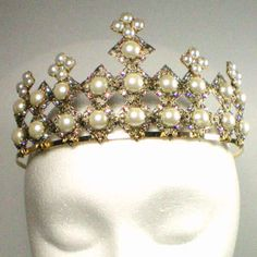 I never want to be queen but if I was I would want this crown. The Anne Boleyn Files Headbands, Tiaras and Crowns » The Anne Boleyn Files... wrote a pinner