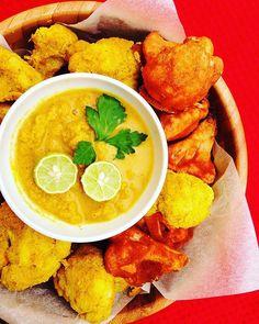 Cauliflowers wings ! C'est juste un délice, bien épicé (moitié curry moitié piment doux), bien croustillant grâce à la farine de riz et le chou-fleur moelleux à l'intérieur  la préparation est très rapide, le plus long reste la cuisson (30min)