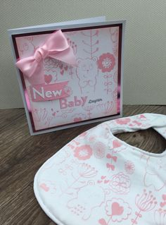 New baby card and bib made with screen from screen sensation, Décor Crafts, New Baby Cards, How To Dye Fabric, Screen Printing, Baby Gifts, New Baby Products, My Design, Messages, Unique