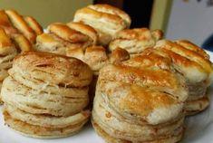 Recept na tieto pagáčiky mám doma už naozaj dlho a pečiem podľa neho skoro každý týždeň. U nás idú na odbyt najmä tieto oškvarkové, ale ak nemáte oškvarky, pokojne spravte len s maslom a zemiakmi. … Hungarian Cuisine, Hungarian Recipes, Silvester Party, Food 52, Main Dishes, Biscuits, Muffin, Food And Drink, Vegetarian