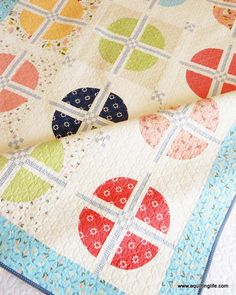 Balboa by A Quilting Life--a Layer Cake quilt! Fun modern take on the Drunkard's Path block. Patchwork Quilting, Scrappy Quilts, Baby Quilts, Modern Quilting, Layer Cake Quilt Patterns, Layer Cake Quilts, Quilting Projects, Quilting Designs, Sewing Projects