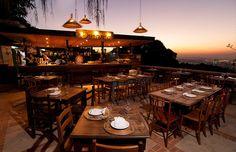 Vai viajar para Rio de Janeiro? Deixe de lado o biscoito Globo e a caipirinha. O Rent a Local Friend separou 7 restaurantes imperdíveis na cidade. Confira!