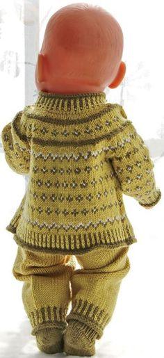 Puppenjacke stricken anleitung - Dieses Outfit sieht fabelhaft aus mit dem grünen Schal