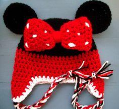 Baby Girl Crochet Minnie Mouse Beanie Hat SIZE by wadamska on Etsy Crochet Adult Hat, Crochet Kids Hats, Crochet Cap, Baby Girl Crochet, Crochet Beanie, Cute Crochet, Kids Slippers, Crochet Slippers, Crochet Disney