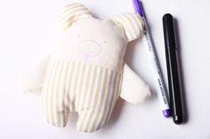 Hajánek - šitá hračka | Korálky.stoklasa.cz Projects To Try, Gloves, Dolls, Pillows, Simple Crafts, Love Rain, Fabric Dolls, Throw Pillows, Feltro