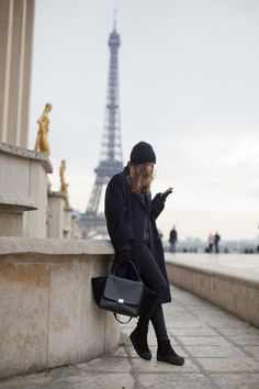 bellenbrand: All black everything…Paris style. Look Fashion, Paris Fashion, Springtime In Paris, Stylish Clothes For Women, Vogue, Fade To Black, All Black Everything, Classic Chic, Street Look