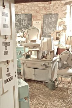 Vintage Junky - Creating Character: Bella Rustica A Recap Straw floor Antique Mall Booth, Antique Booth Ideas, Flea Market Booth, Flea Market Style, Craft Booth Displays, Display Ideas, Retail Displays, Shop Displays, Jewelry Displays