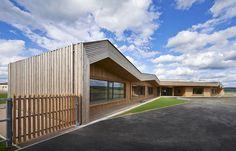 Groupe scolaire de Hadol (88) © Christian Creutz #architecture #bois