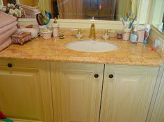 Our Bathroom marble vanity tops are the best you can think of for the decor of your kitchen or your bathroom. The whole is not ignoring the practicality, as a top marble bathroom, compared to other materials, is more manageable and easily washable. The strength and ductility of marble make it a material of choice, then, for the ornament of bathroom fittings, which combine beauty and durability.