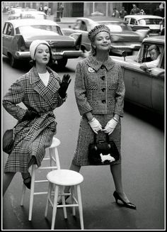 Betsy Pickering and Gretchen Harris, Park Avenue South, photo by William Helburn, Charm, c.1958