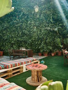 Jardín con pared cubierta de hiedra Murcia, Outdoor Furniture Sets, Outdoor Decor, Ideas Para, Honda, Coffee, Design, Home Decor, Home Still