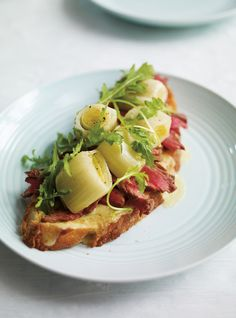 Tartine de boeuf et de poireaux confits #recette #bruschetta Plus de recettes ici : http://www.ilgustoitaliano.fr/recettes/rechercher/keys-bruschetta