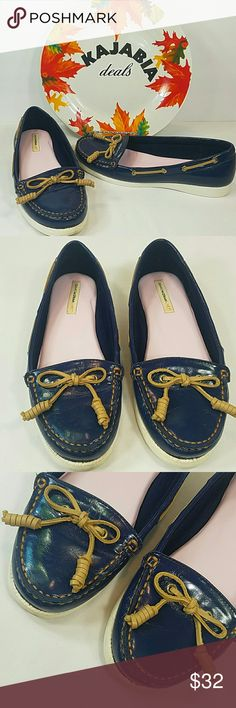 ISAAC MIZRAHI Live Moccasins. Size 6.5 💥JUST IN💥 Excellent Condition Isaac Mizrahi Moccasins SIZE↔6.5 COLOR↔navy FABRIC↔all man made materials  Preowned. No rips. No spots Nice looking with padded insole Perfect color for spring and summer Style name is Decker  🚫No Trades 🚫No Modelling 👉Measurements Are Approx👈 🔵Check All Pictures & Ask Questions 💲Like & Bundle For Discount 💱 ✔REASONABLE OFFERS ACCEPTED✔ Isaac Mizrahi Shoes Moccasins