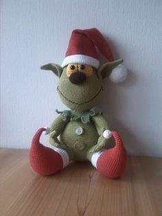 Grinch met kerstmuts. http://nl.dawanda.com/product/26090309-weihnachtselfe-zum-knutschen-haekelvorlage