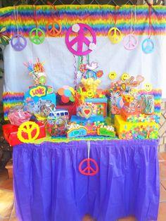 hippie party. www.facebook.com/elbauldepekes Paz Hippie, Hippie Kids, Moda Hippie, Hippie Birthday Party, 50th Birthday Party, Kids Party Decorations, Hippie Decorations, Party Ideas, 31 Party