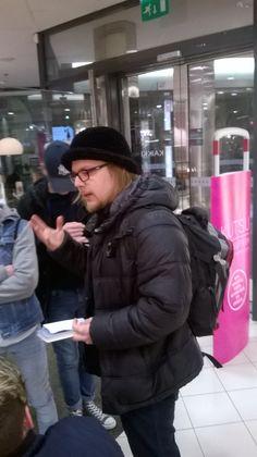 Aineistonesittelyä nuorille Wikkellä.