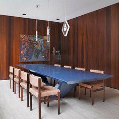 Mesa de jantar Jet design de Guilherme Torres. Casa HA, São Paulo Brasil. Projeto do Studio Guilherme Torres. #architecture #arquitetura #arte #art #artlover #design #architecturelover #instagood #instacool #instadesign #instadecor #instadaily #projetocompartilhar #shareproject #davidguerra #arquiteturadavidguerra #arquiteturaedesign #instabest #instahome #decor #architect #criative #photo #decoracion #table #tabledesign #mesajet #guilhermetorres