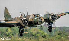 Bristol Blenheim landing at weekend. Aircraft Images, Ww2 Aircraft, Military Aircraft, Bristol Blenheim, Fighting Plane, Bristol Beaufighter, Aviation World, Ww2 Planes, Vintage Airplanes