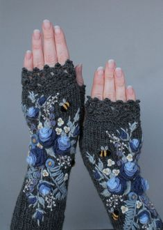 Dark Grey Gloves With Blue Roses Lavender Wild Flowers And Crochet Snowflake Pattern, Crochet Snowflakes, Grey Gloves, Lace Gloves, Crochet Mittens, Knit Crochet, Embroidery Fabric, Embroidery Designs, Crochet Turtle