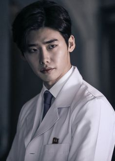 "Lee Jong Seok Dons His Physician's Robe In New ""Doctor Stranger"" Stills"