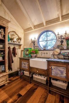 badezimmer in vintage-look-wandgestaltung mit holz-rustikales, Hause ideen