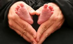 neat baby pic but I would change it just a little so that both parents hands make the heart around the baby's foot! <3