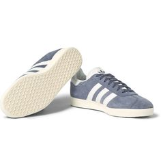 Introduced in 1968 as an indoor football shoe, the 'Gazelle OG' by adidas Originals has a slimmer profile than later namesake models. This version is crafted from refreshing dusty-blue suede and set on archetypal textured-rubber soles. The white leather trims add stark contrast to the design. Team this comfortable pair with pared-back casual looks.