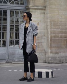 "3,176 Likes, 40 Comments - Débora Rosa (@deborabrosa) on Instagram: ""Palais Royal has a statue """