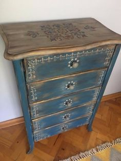 This post was discovered by Tam Funky Painted Furniture, Decoupage Furniture, Chalk Paint Furniture, Refurbished Furniture, Art Furniture, Repurposed Furniture, Shabby Chic Furniture, Furniture Projects, Rustic Furniture