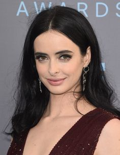 Krysten Ritter wearing H.Stern Red Carpet earrings in Noble Gold with diamonds at the Critics' Choice Awards.