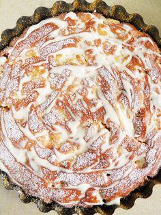 Szarlotka Babci Janki | sio-smutki! Monika od kuchni Delicious Cake Recipes, Yummy Cakes, My Favorite Food, Favorite Recipes, Polish Recipes, Cookie Recipes, Sweet Treats, Deserts, Food And Drink