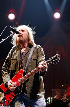 Tom Petty - Tom Petty and the Heartbreakers, Eric Clapton, Epics, Mudcrutch, Traveling Wilburys, Stevie Nicks, Bob Dylan, Jeff Lynne, George Harrison, Grateful Dead, Roy Orbison, Bonnie Raitt, Sam Smith, Dwight Twilley