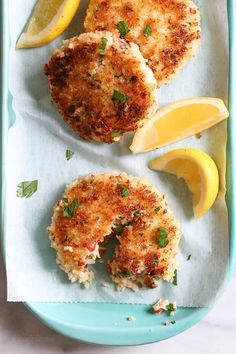 Skinnytaste- These light, pan-seared shrimp cakes are moist and tender, covered in a crisp panko crust. Serve them with a crisp green salad to make it a meal. Skinny Recipes, Ww Recipes, Fish Recipes, Seafood Recipes, Dinner Recipes, Cooking Recipes, Healthy Recipes, Skinnytaste Recipes, Gastronomia