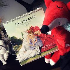 """Las reinas de """"Alicia a través del espejo"""" portada del calendario del ilustrador de @nordica_libros para 2017. ¡¡Que honor!! Muchas gracias Nórdica Libros!! #calendario2017 #nordicalibros #aliciaatravesdelespejo #tiposinfames #fernandovicente"""