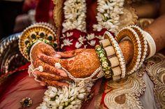 Israeli Photographers Amazing Indian Wedding Pics Will Leave You Spellbound - Bangle Galery Bridal Bangles, Wedding Jewelry, Gold Bangles, Bangle Bracelets, Traditional Indian Jewellery, Indian Jewelry, Hand Jewelry, Cute Jewelry, Rajput Jewellery