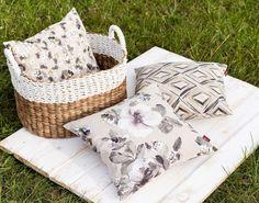 Vankúšiky z kolekcie Londres.  #piknik#kvety#vankuse#zahrada#obyvacka Throw Pillows, Bed, Fabric, Collection, Home, London, Tejido, Toss Pillows, Tela