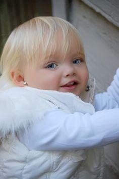 Cute Little Baby, Cute Baby Girl, Little Babies, Cute Babies, Baby Kids, Precious Children, Beautiful Children, Beautiful Babies, Beautiful People