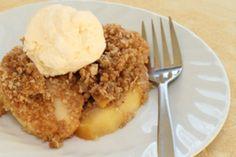Apple Crisp Recipe or Apple Crumble, perfect easy dessert. Crock Pot Desserts, Crock Pot Cooking, Köstliche Desserts, Delicious Desserts, Dessert Recipes, Yummy Food, Healthy Desserts, Apple Desserts, Healthy Recipes