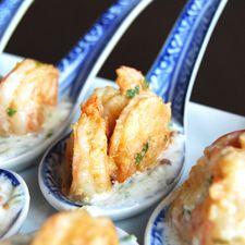 Crevettes épicées avec trempette au concombre