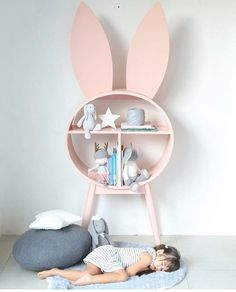 178 vind-ik-leuks, 10 reacties - BubbleChops (@bubblechopsldn) op Instagram: '✨Cute Alert✨  We would love a bookcase like this by @spinkiebaby. It's taking bunny love to another…'