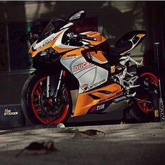 Sick Panigale by Motorcycle Tank, Moto Bike, Motorcycle Outfit, Moto Ninja, Sidecar, Ducati Motorbike, Custom Sport Bikes, Cool Motorcycles, Sportbikes