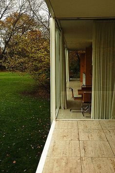 Image 2 of 10 from gallery of AD Classics: The Farnsworth House / Mies van der Rohe.