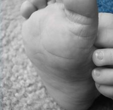 Baby plaster to mold hands and feet