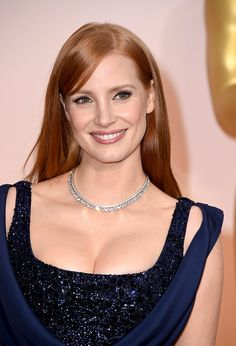 Jessica Chastain con collar de Piaget - Oscar 2015 - www.so-sophisticated.com