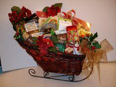 40 Best Christmas Gift Basket Decoration Ideas – All About Christmas Best Christmas Gift Baskets, Family Gift Baskets, Diy Gift Baskets, Christmas Baskets, Diy Christmas Gifts, All Things Christmas, Christmas Fun, Raffle Baskets, Xmas