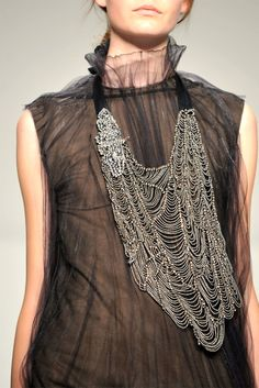 Vera Wang Spring 2010 Statement -Bib- Necklace ................................... {3 of 3}