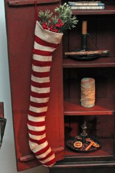 ♥ - I should make a couple of these VERY long stockings. I don't think it's possible to have 'too many' Christmas stockings in the house in December...