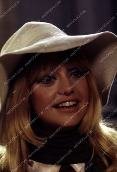 always beautiful Goldie Hawn pic 35m-5034