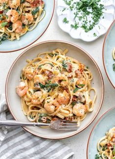 Creamy Tuscan shrimp linguine is arguably one of the world's easiest and tastiest recipes! Only a handful of ingredients and you have a delicious meal on the table in about 20 minutes. Pasta Recipes Video, Seafood Pasta Recipes, Prawn Recipes, Fish Recipes, Cooking Recipes, Healthy Recipes, Recipe Pasta, Easy Cooking, Cooking Tips