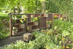 Schutting Buurjongens groenschutting Garden Plants, Planting Flowers, Fence, Eco Friendly, Projects To Try, Outdoor Structures, Dividers, Garden Ideas, Google